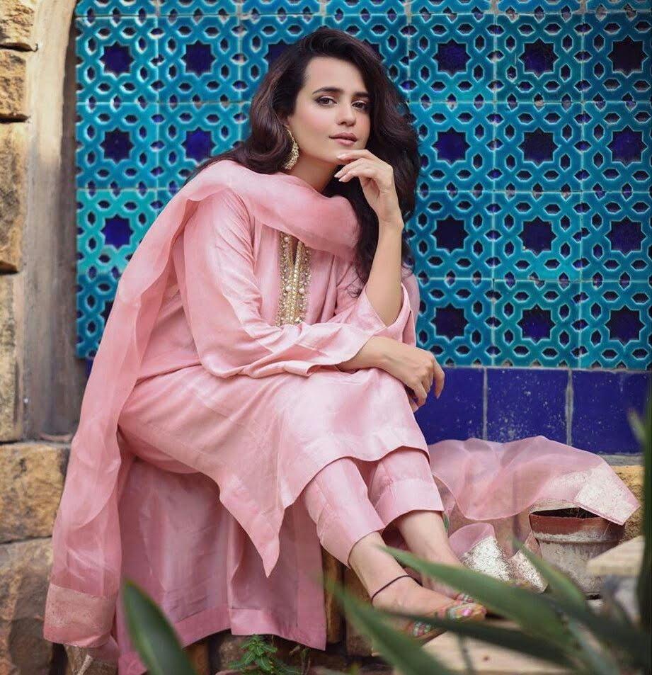 Sumble Iqbal Nice Pose in Pink Dress on Eid 2 Day