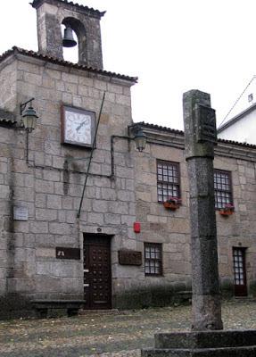 fachada de uma construção em aldeia histórica