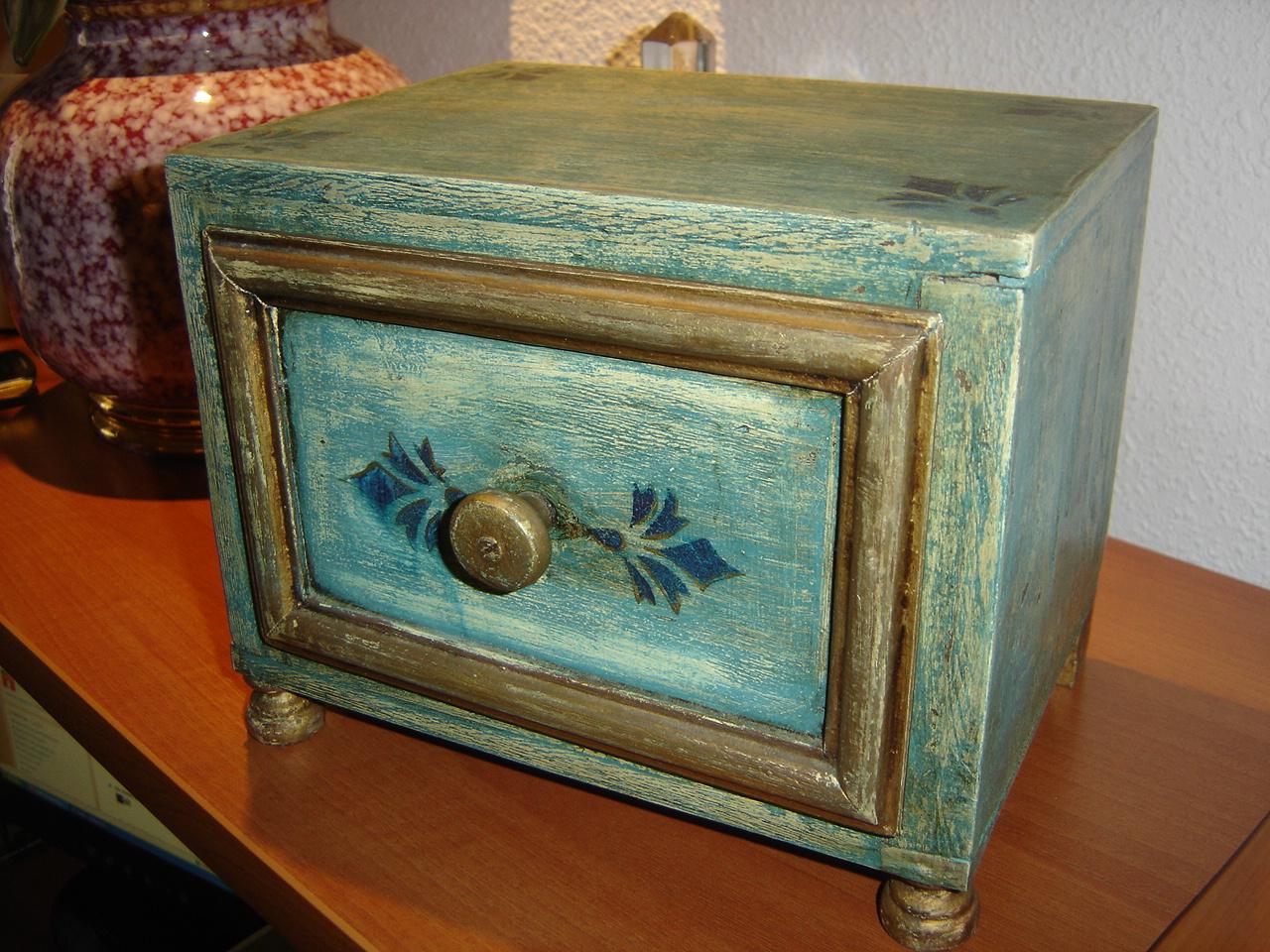 pintar y decorar cajas antiguas