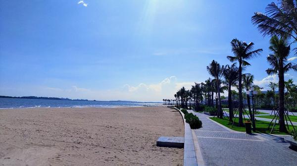 Bãi biển Hạ Long Marina