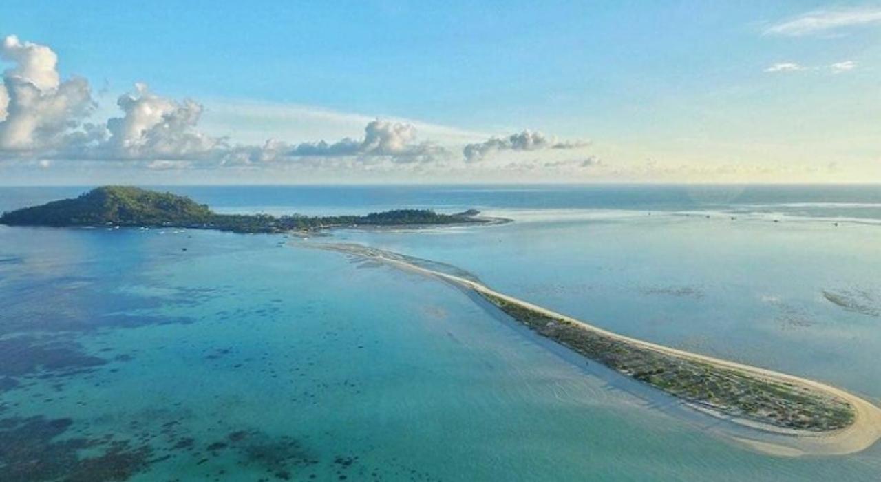 keindahan tempat wisata pulau bawean di jawa timur