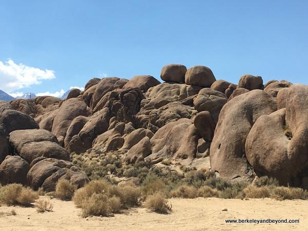 Alabama Hills boulders in Lone Pine, California