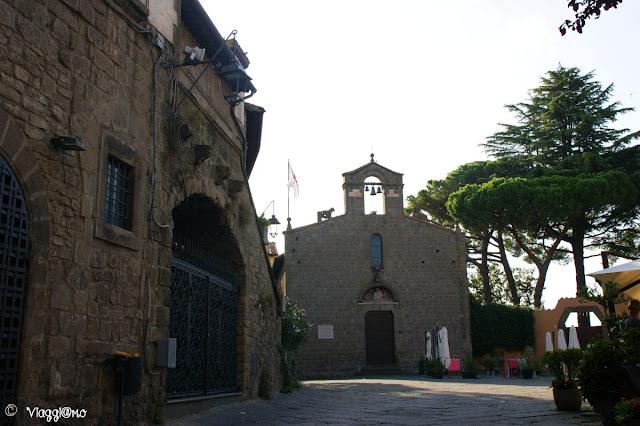 La piazza del Gesù con l'antica chiesa di San Silvestro a Viterbo