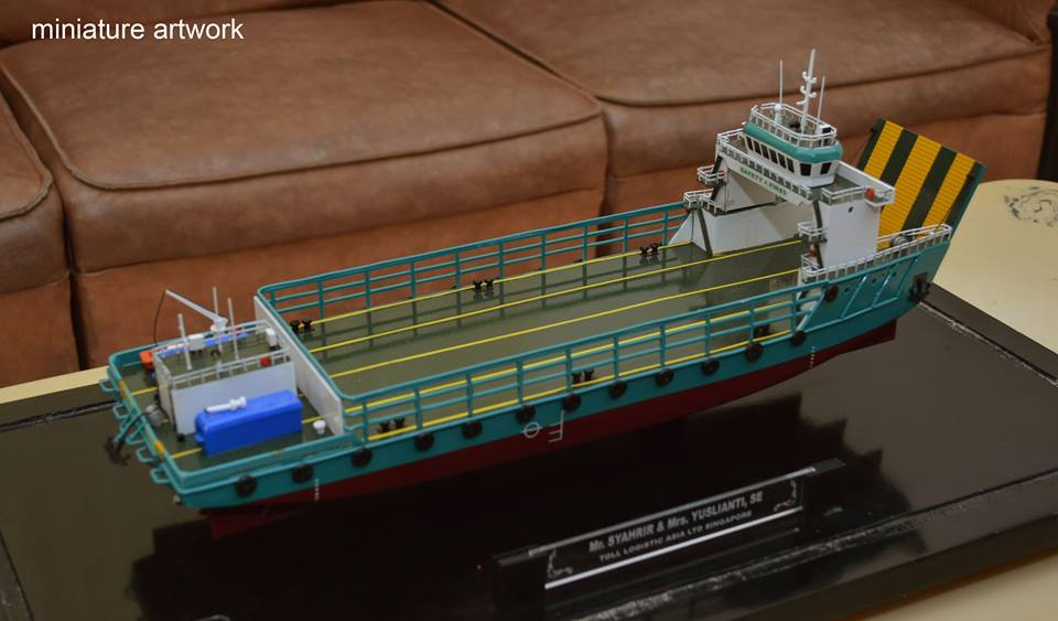 souvenir miniatur kapal lct toll jade general cargo ship milik perusahaan toll logistic asia ltd singapura terbaik