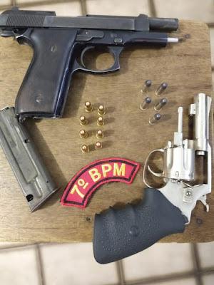CISP de Major Izidoro prende homem e apreende armas em estabelecimento comercial