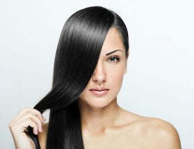Nutrir o cabelo com óleo de coco