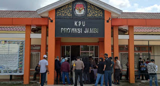 kpu provinsi jambi didemo