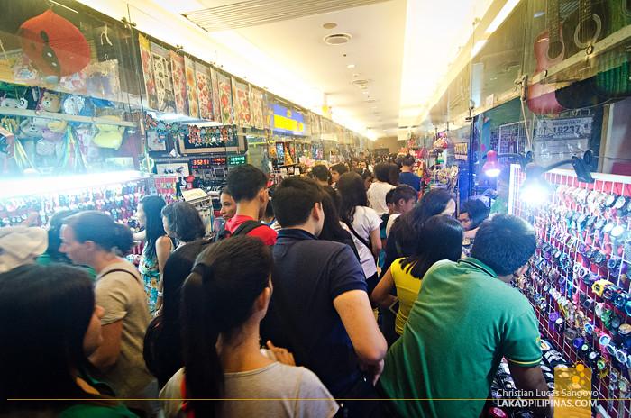 Manila Ocean Park Crowded Halls