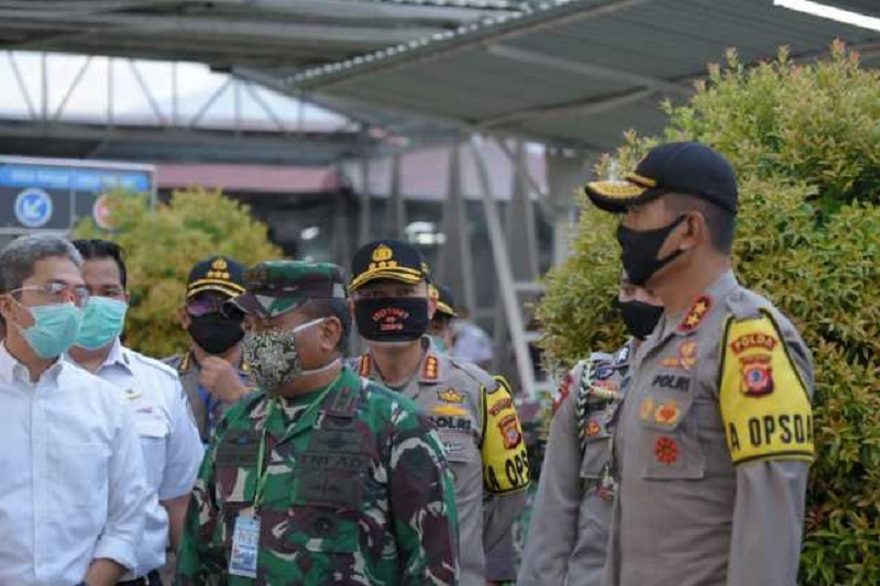 Kapolda Jabar bersama Pangdam lll/Siliwangi dan Gubernur Jabar Tinjau PSBB di Wilayah Kota Bogor