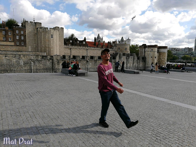 Thames River Cruise Tower of london