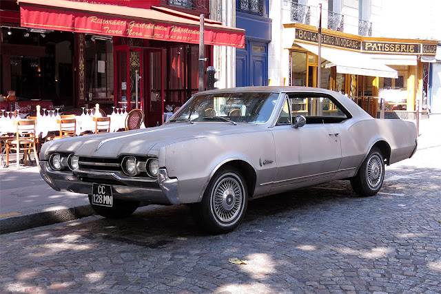 Oldsmobile Cutlass 1967, rue des Fossés Saint-Jacques, Paris