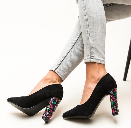 Pantofi negri cu toc gros inalt cu pietricele colorate
