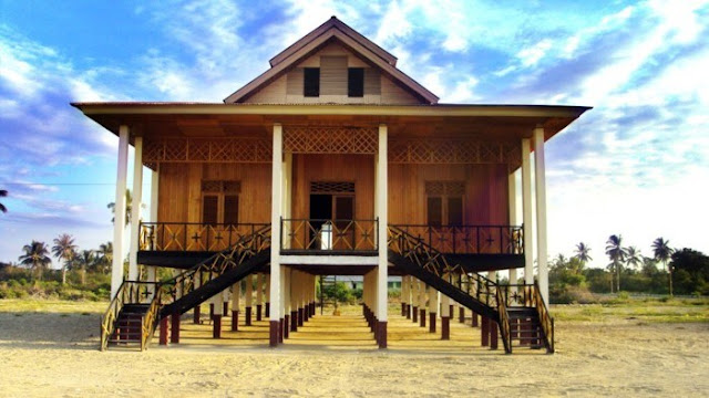 Rumah Adat Provinsi Gorontalo ( Rumah Dulohupa dan Rumah Pewaris )