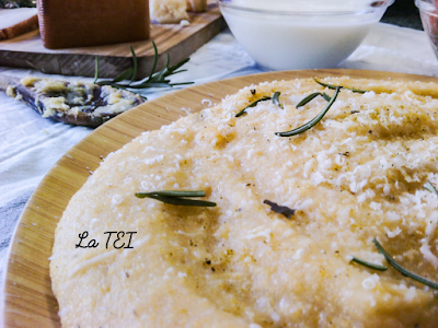 Polenta Ticinese con rosmarino accompagnata da formaggi di capra