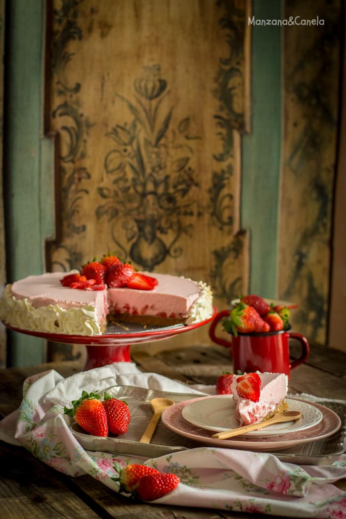 Tarta de nata y fresas. Receta sin horno