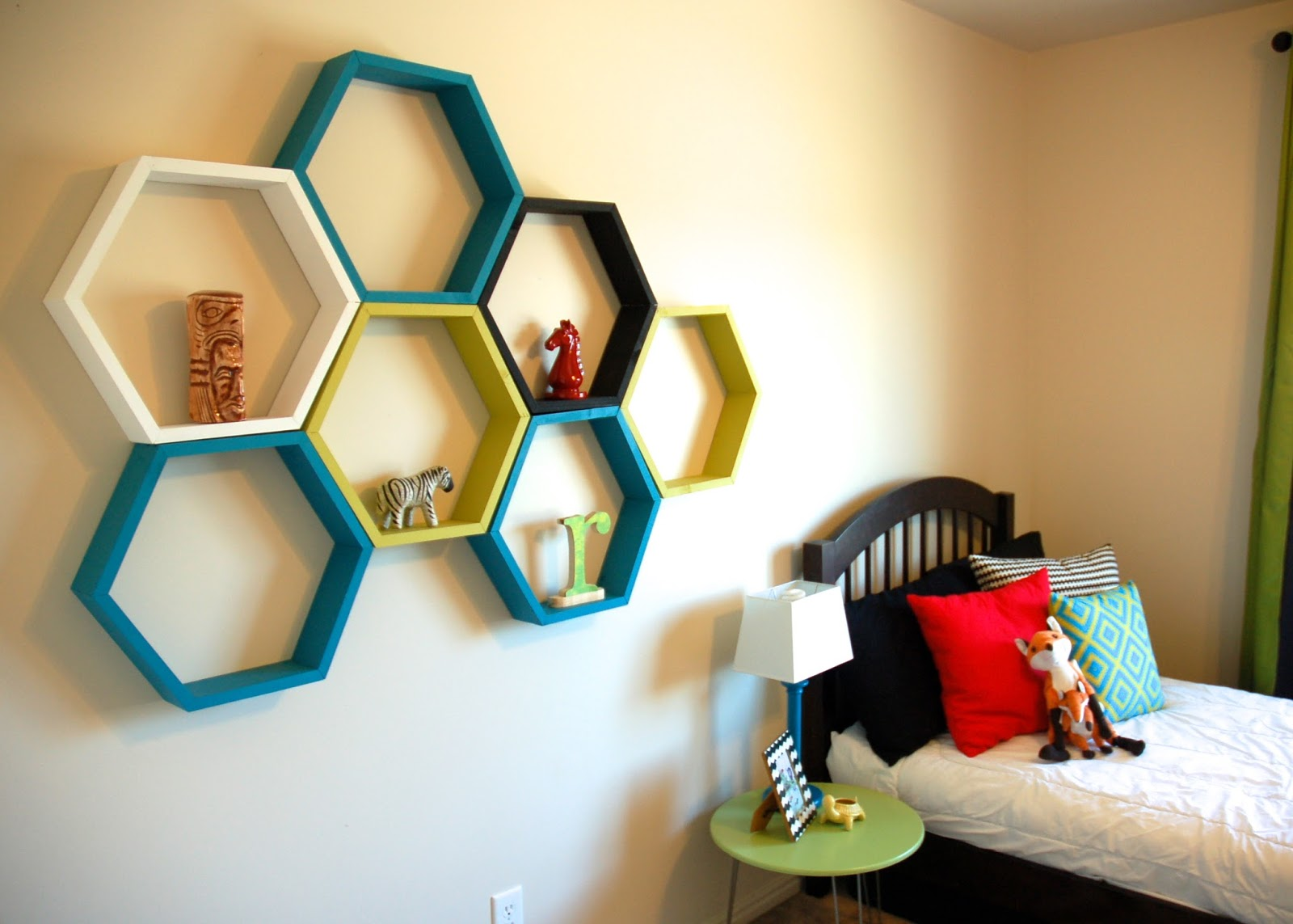restlessrisa hexagon honeycomb shelf tutorial. Black Bedroom Furniture Sets. Home Design Ideas