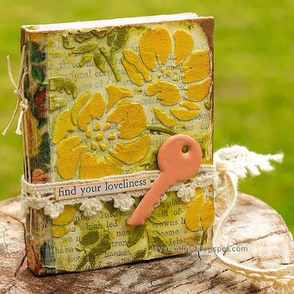 Layers of ink - Tiny Flower Book DIY Tutorial by Anna-Karin Evaldsson.