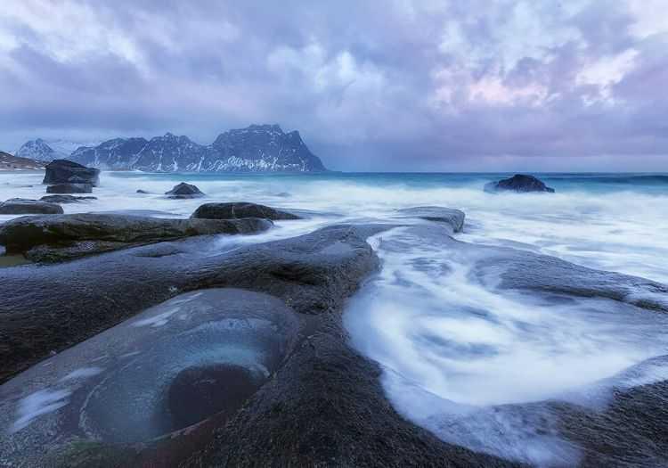 Utakleiv plajı fazlasıyla soğuktur, havaların sıcak olduğu zamanlarda bile suyu oldukça soğuktur.