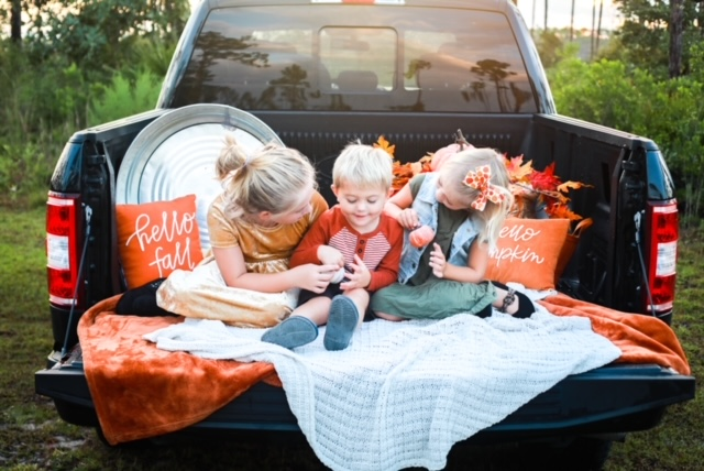 Fall-photos-truck-seasonal-photography-children-tips-athomewithjemma