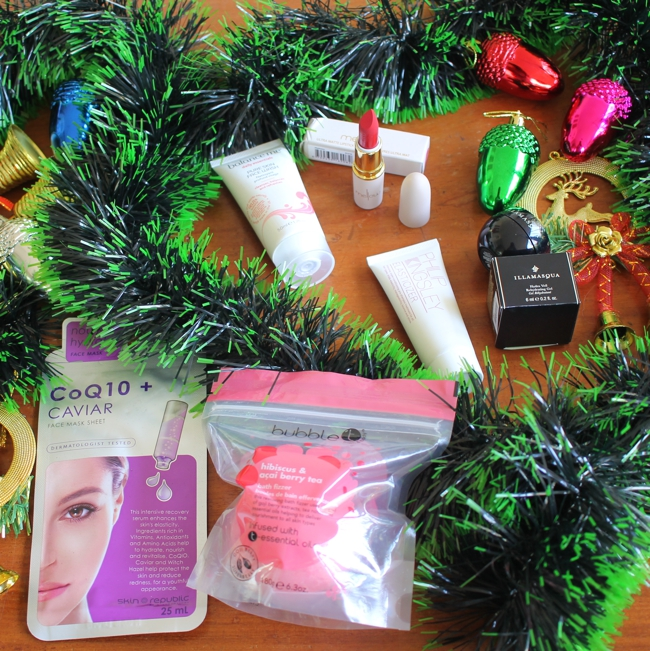 Unboxing and contents of the LookFantastic #LFXmas Beauty Box for December 2016.