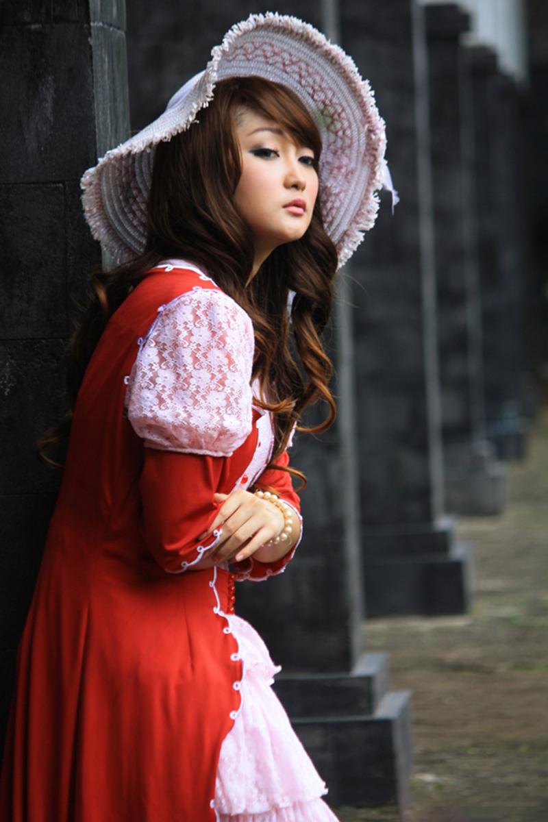 Chent Felicia model cantik rambut pirang manis