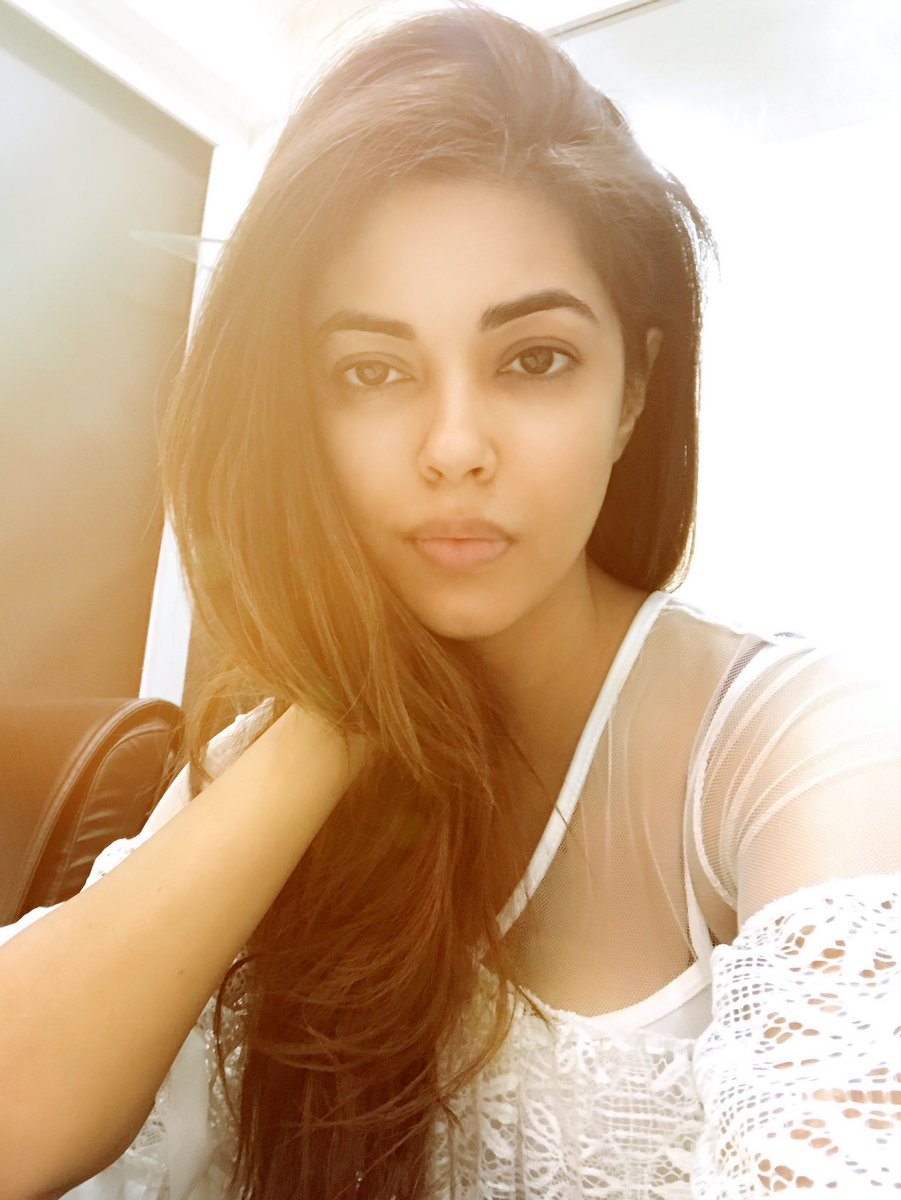 Actress MeeraChopra Latest HD Images