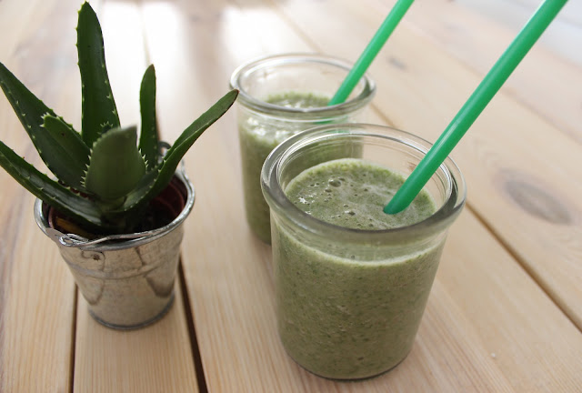 TheBlondeLion Recipe Food Green Smoothie http://www.theblondelion.com/2015/06/food-easy-and-refreshing-green-smoothie.html