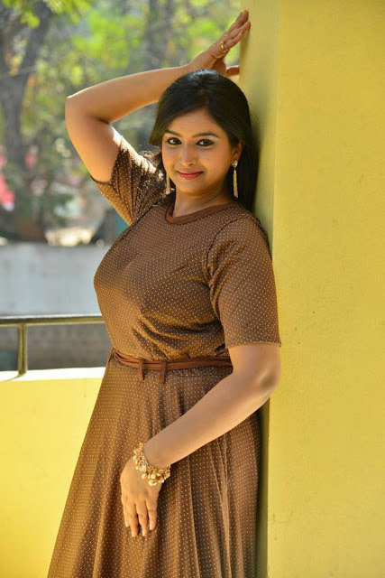 Poorni Photos