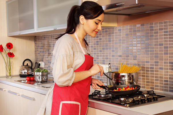 دراسة: الفتاة الفاشلة في الطبخ..تزداد فرص نجاحها وجنيها للأموال