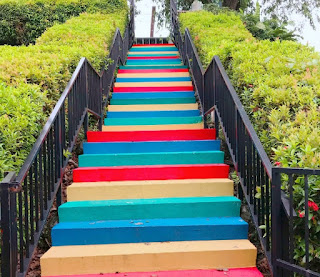 Rainbow stairs mount faber