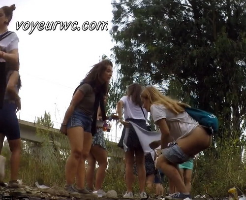 Girls Gotta Go 225 (Voyeur pee videos - Drunk spanish chicks peeing in public at festival)