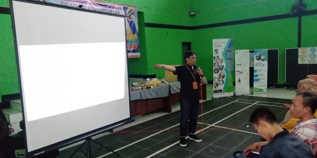 adetruna dari Kiosagro mengisi pelatihan di Baleendah bersama Dinas Koperasi dan UMKM Kabupaten Bandung