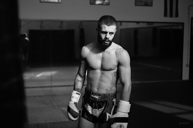 Fotografia di Daniel Ghercioiu, atleta di Muay Thai