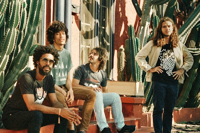 Boogarins fala sobre documentário da banda, álbum novo, e gringos (tentando) cantar em português!