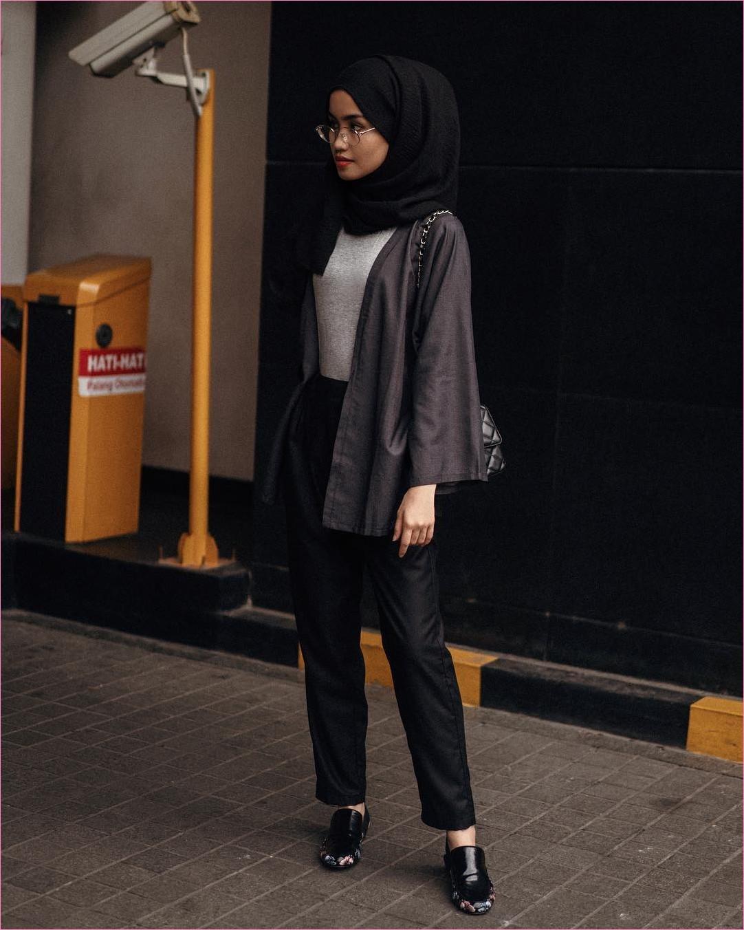 Outfit Untuk Remaja Berhijab Yang Mempunyai Tubuh Pendek Tapi Mau Kelihatan Tinggi 2018 hijab pashmina rawis celana bahan loafers and slip ons slingbags hitam channel outer abu tua mangset abu muda kacamata bulat ootd trendy 2018 outfit selebgram
