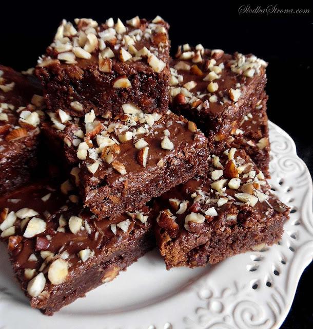 Ciasto Czekoladowe z Orzechami Laskowymi (Brownies z Orzechami Laskowymi) - Przepis - Słodka Strona