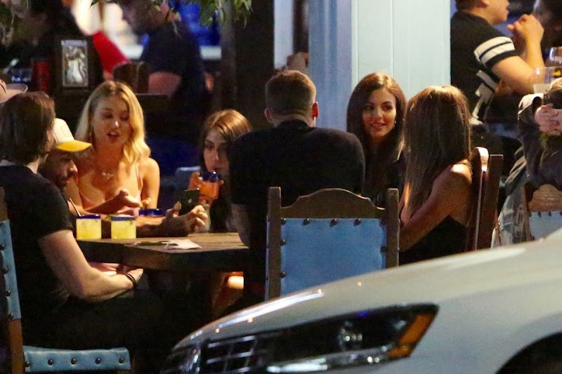 Victoria Justice Outside Dinner with Friends in Studio City 11 Jun -2020