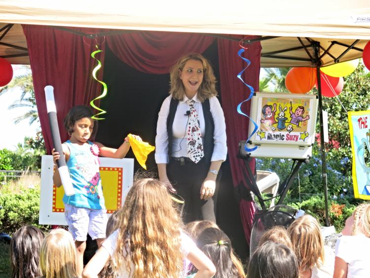 Magician Magic Suzy Tampa, FL - Close-up Magic, Comedy Magic, Stage Magic, General Magic