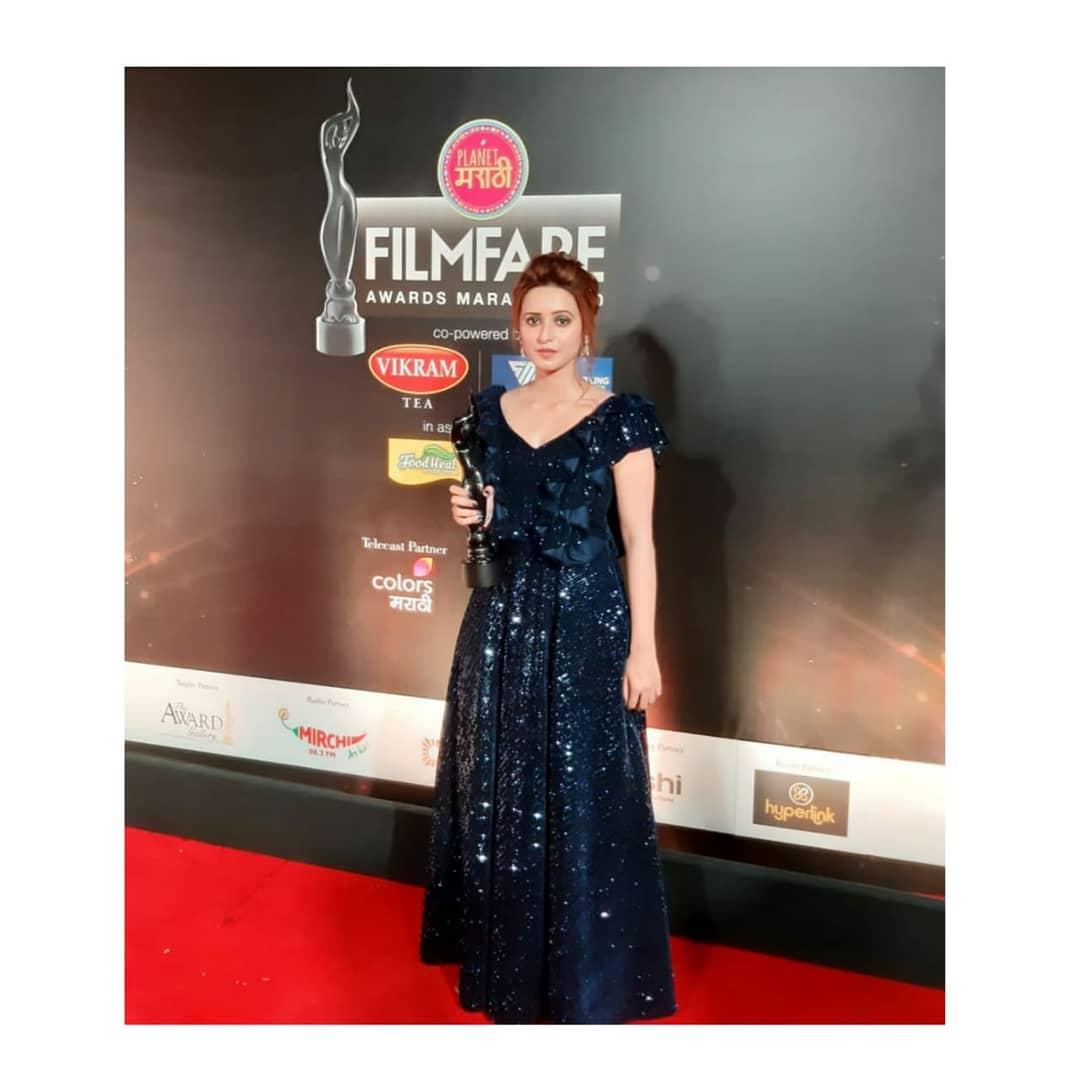 Actress-Shivani-Surve-won-Best-Debut-actress-Award-at-the-Filmfare-Awards-2020