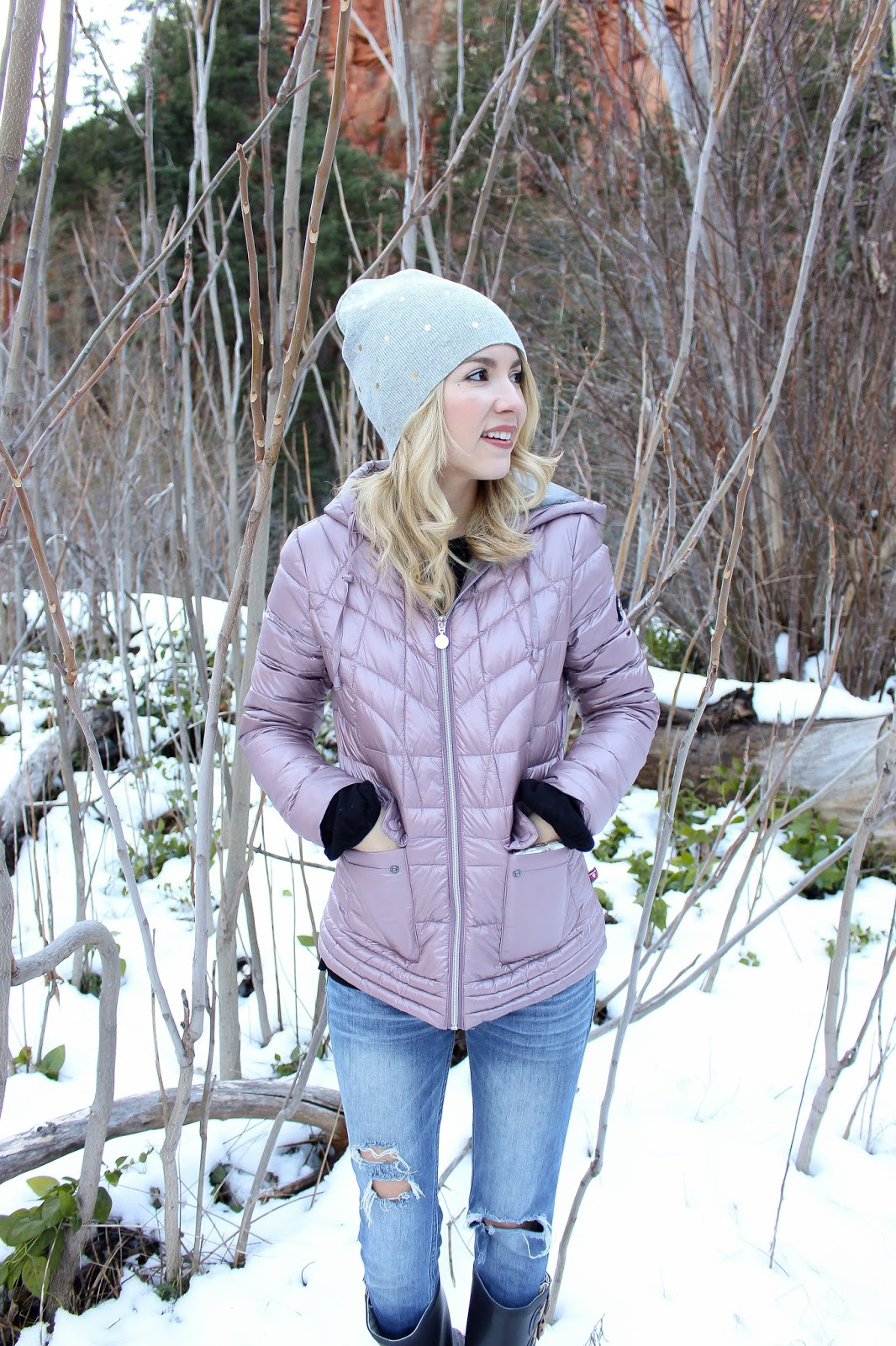 casual outfit for snow - snow outfit - puffer jacket - travel style