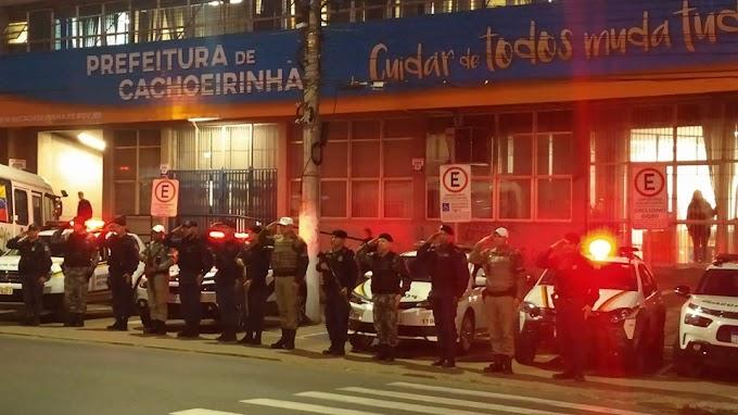 Forças de Segurança de Cachoeirinha prestam homenagem aos dois brigadianos assassinados em Porto Alegre