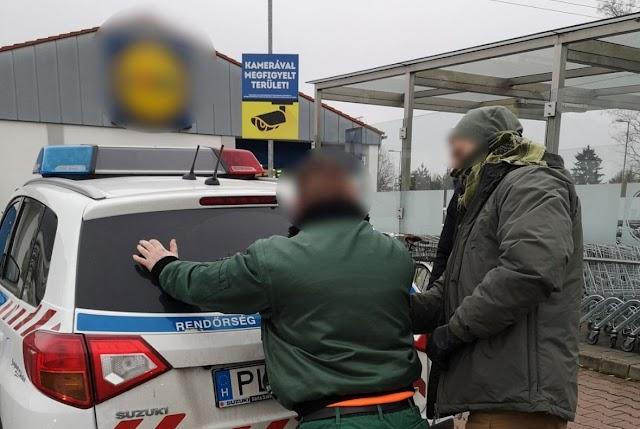 Bolti tolvajokat fogtak el a debreceni rendőrök