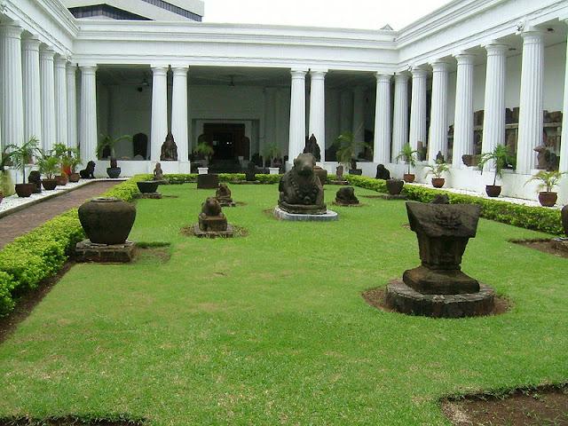 Tempat wisata bersejarah ini terletak di jakarta sentra Wisata Museum Gajah di Museum Nasional Indonesia