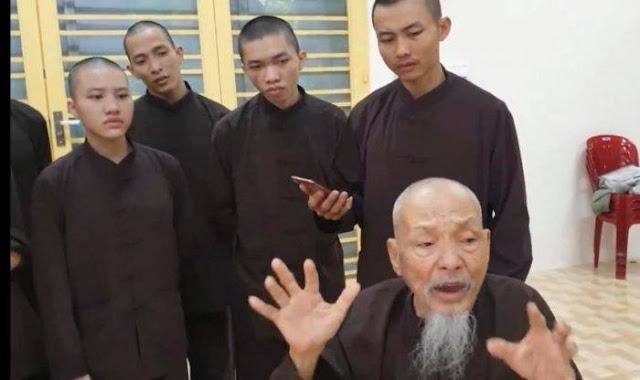 """Giữa đêm, Tịnh Thất Bồng Lai bị côn đồ đến tìm đòi đậρ camera an ninh, tuyên bố nếu đi ra ngoài là """"quất liền cho tao"""""""