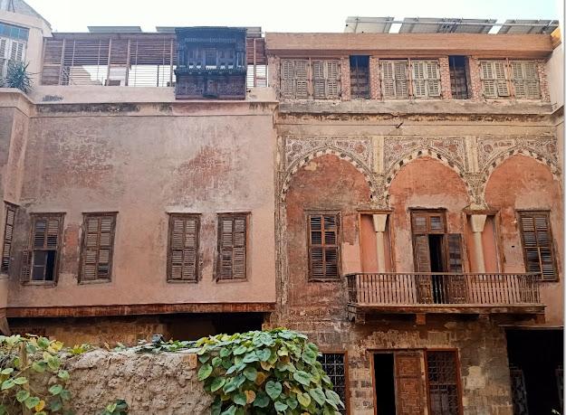 مشروع ترميم وحفظ بيت يكن في القاهرة التاريخية من خرابة ومرعى للأغنام إلى متحف فني ومعماري