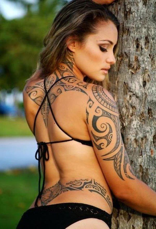 tatuajes de tribales con nombres para mujeres