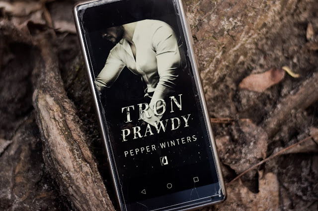 """Pepper Winters - ,,Tron prawdy"""" (recenzja)"""