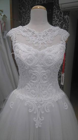 Koronkowa suknia ślubna ivory
