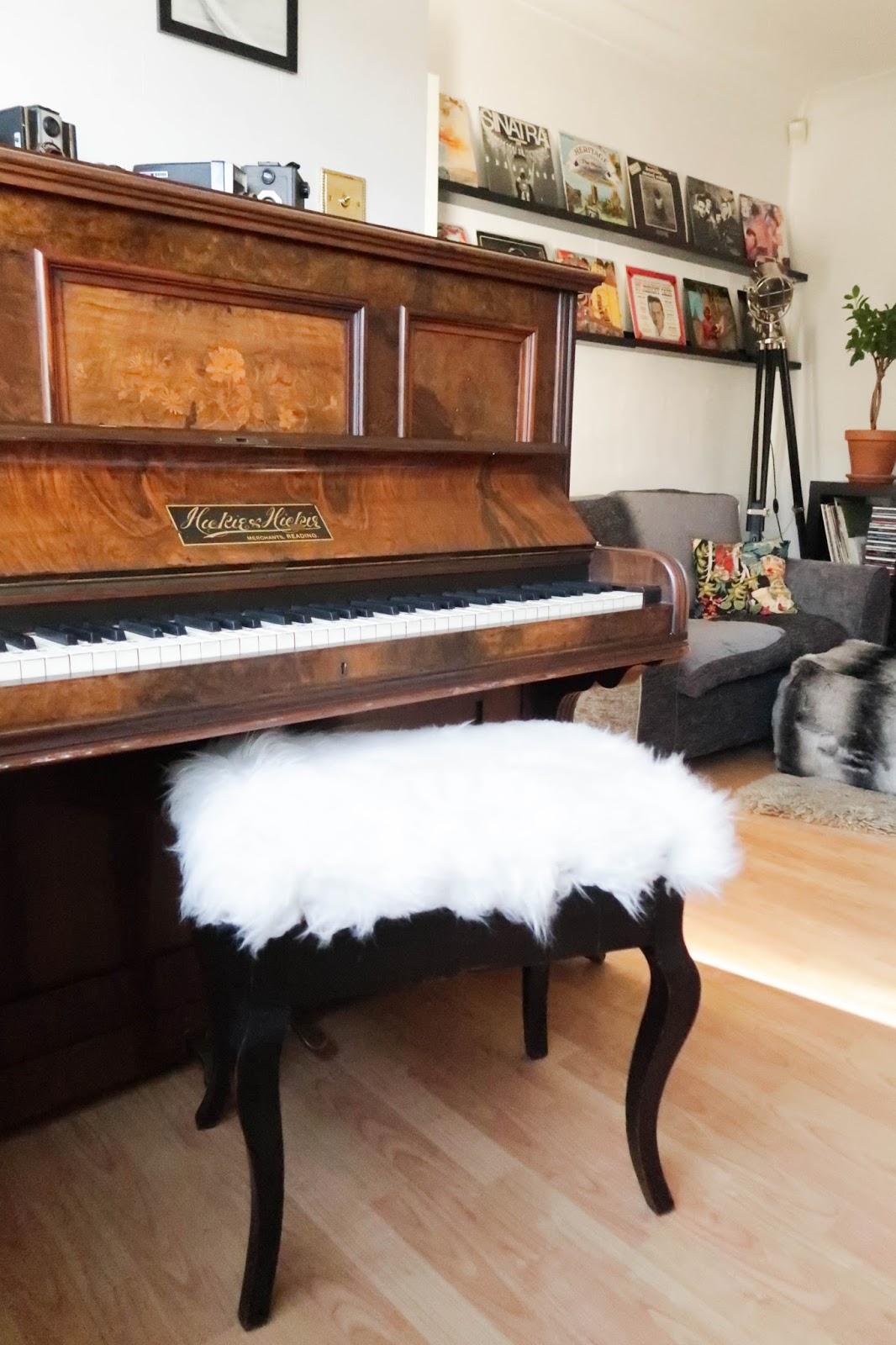 Upcycled piano stool DIY