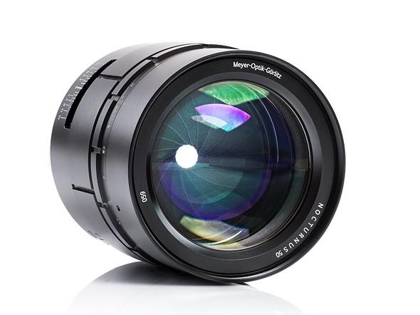 الإعلان عن عدسة Nocturnus 50 F0.95 II بسعر 3000 يورو